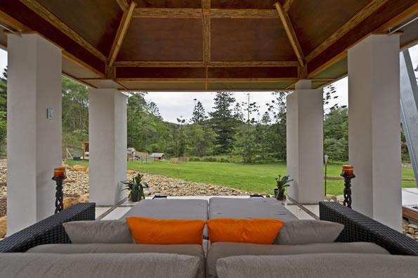 Sodastream Genesis Exterior Modern With Coastal Entry Flat Roof Gl Large Windows Pine Rainwater Harvesting Solar